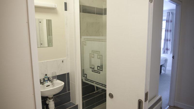 Medium crop shower room  1