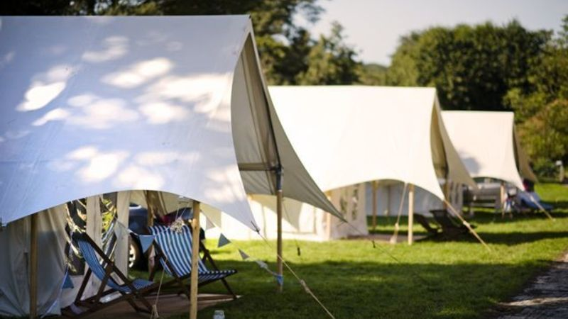 Medium crop esterior safari tent