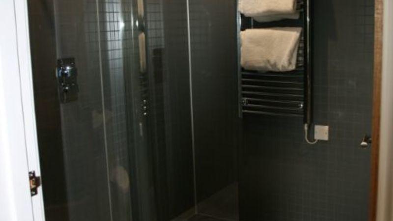 Medium crop room 4 bathroom