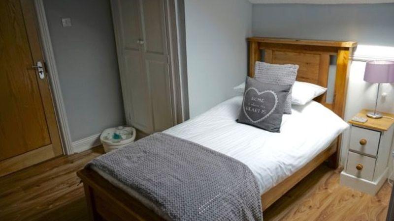 Medium crop room 7 bed