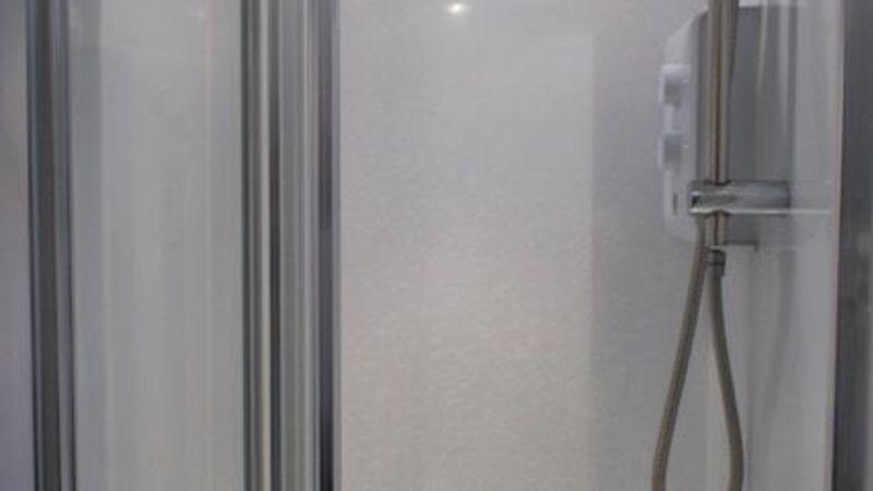 Medium crop room 7 shower