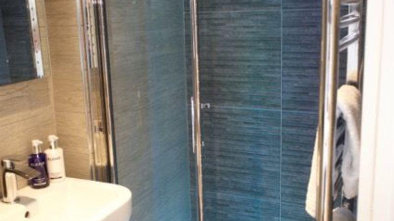 Medium crop room 8 shower en suite