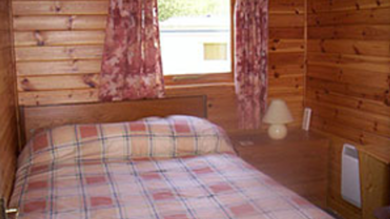 Medium crop chalet inside 2