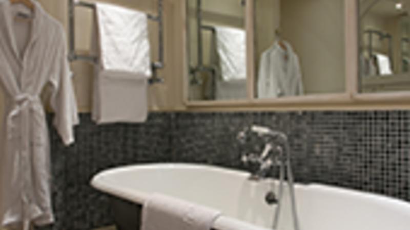 Medium crop room 2 bath