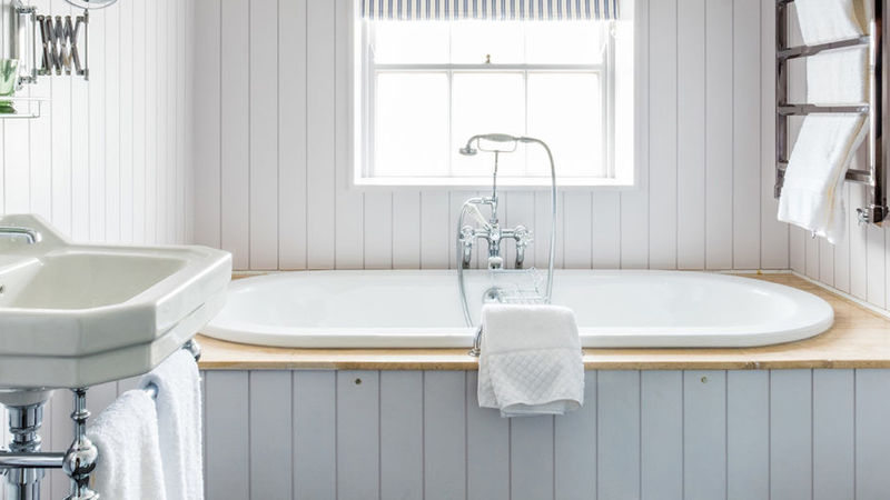 Medium crop rm 15 bathroom carousel 1170x520