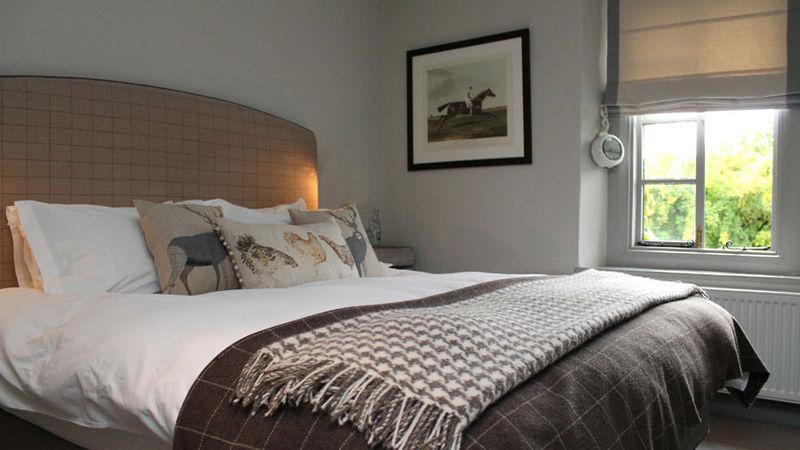 Medium crop bedroom tartan