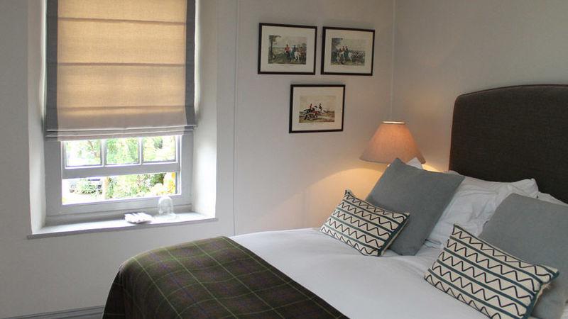 Medium crop bedroom green 2