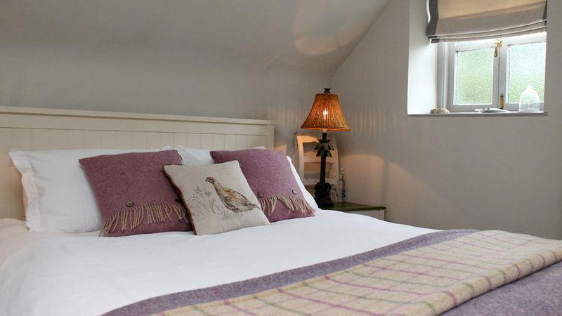 Medium crop bedroom pink