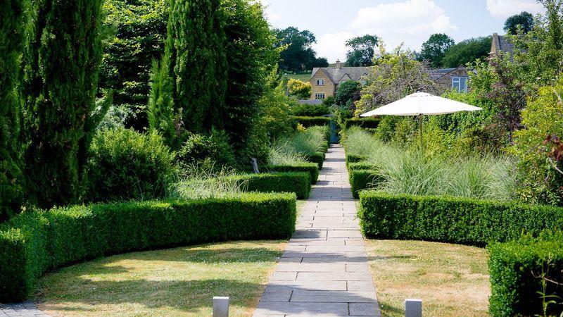 Medium crop garden walkway 4