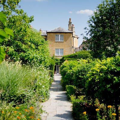Thumb garden walkway 11