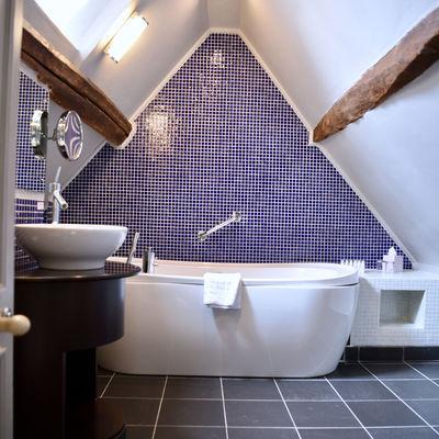 Thumb room 1 view bathroom 2