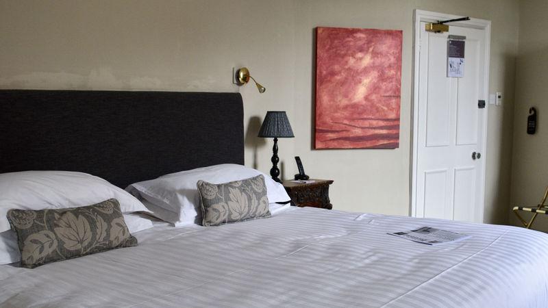 Medium crop room 9 bed view
