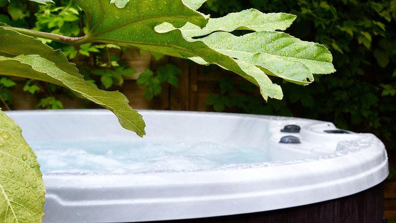 Medium crop room 32 hidcote hot tub 5