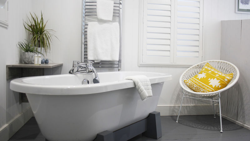 Medium crop bathtub