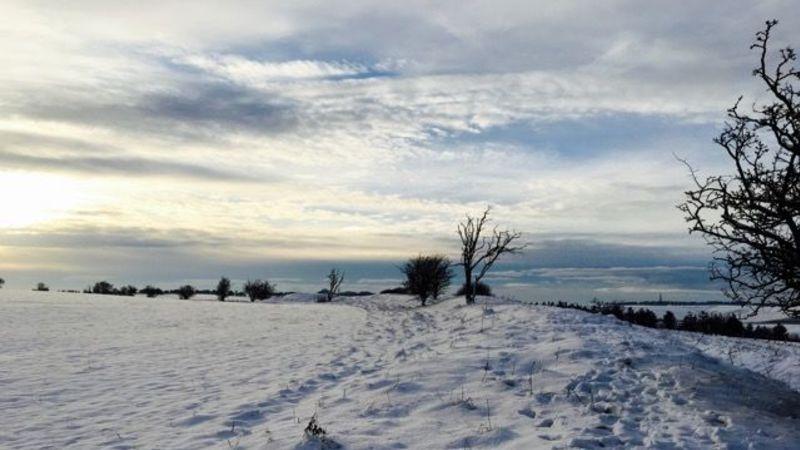 Medium crop segsbury castle in snow