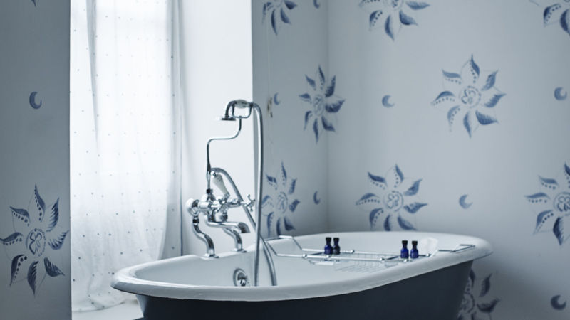 Photograph of Double with Roll Top Bath and Shower