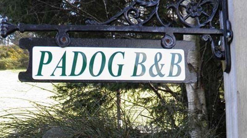 Medium crop padog sign