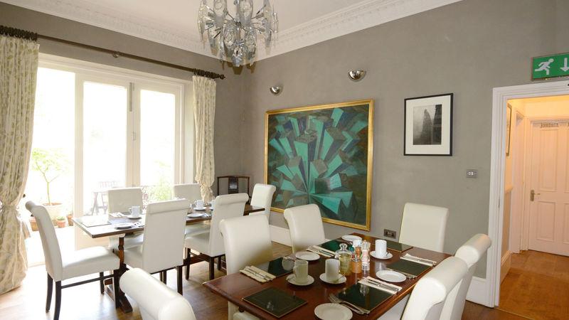 Medium crop dining room 4552s