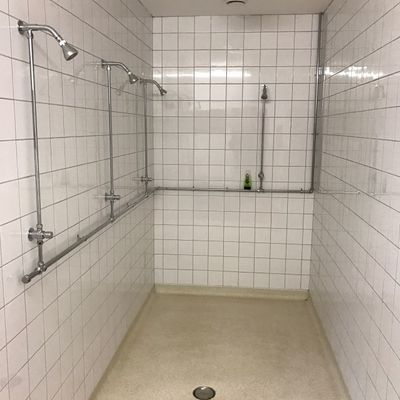 Thumb shower