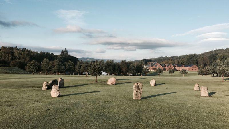 Medium crop stone circle   lodge