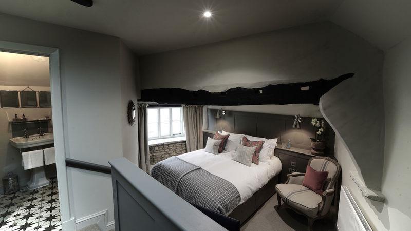 Medium crop bedroom 5 large double
