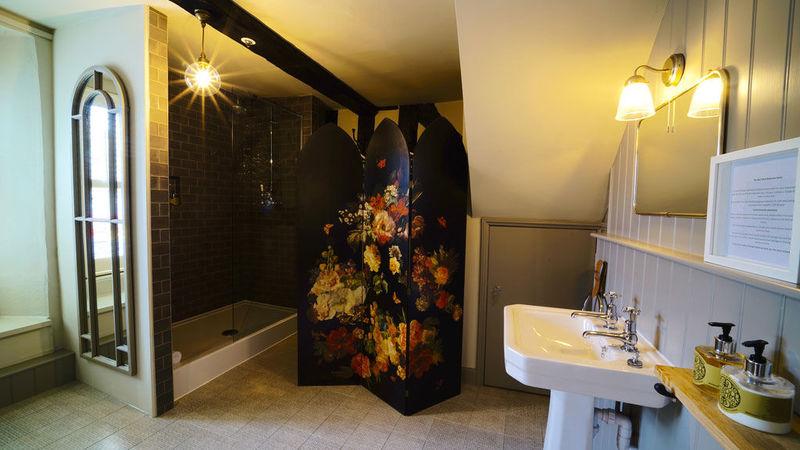 Medium crop bedroom 10 shower room