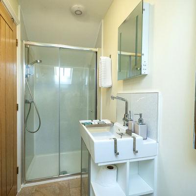 Thumb molletts farm framlingham cottage bathroom 170