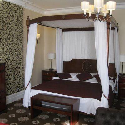 Thumb bridal suite