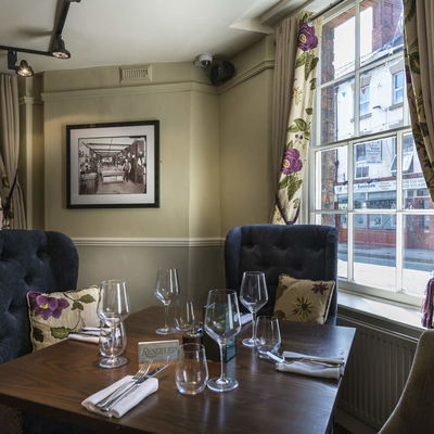 Thumb royal oak restaurant corner1