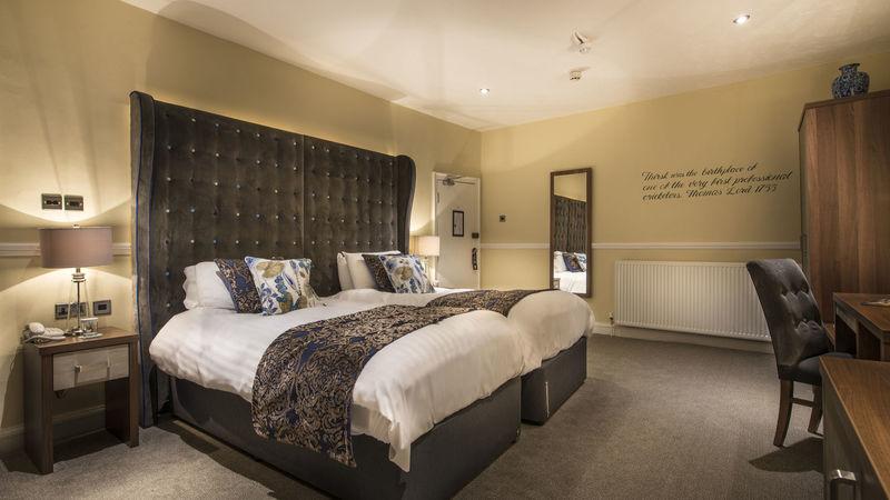 Medium crop superior twin bedroom 2