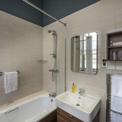 Thumb classic single bed bathroom