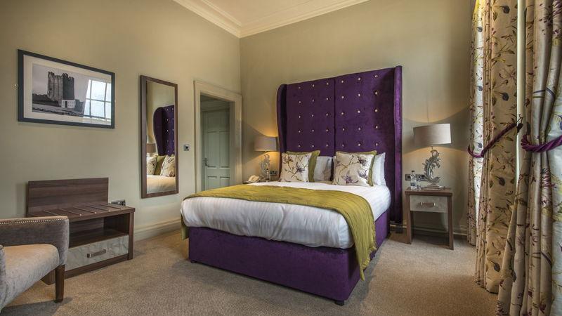 Medium crop bedroom 202