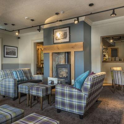 Thumb lounge fireplace