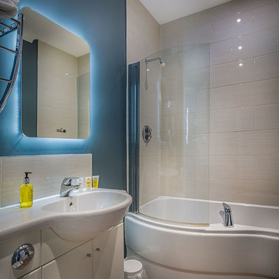 Thumb golden lion hotel new bathroom bedroom 2017 st ives cambridgeshire best hotels 3
