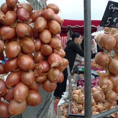 Thumb dinan market onions galore