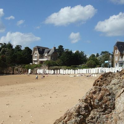 Thumb beach at st briac