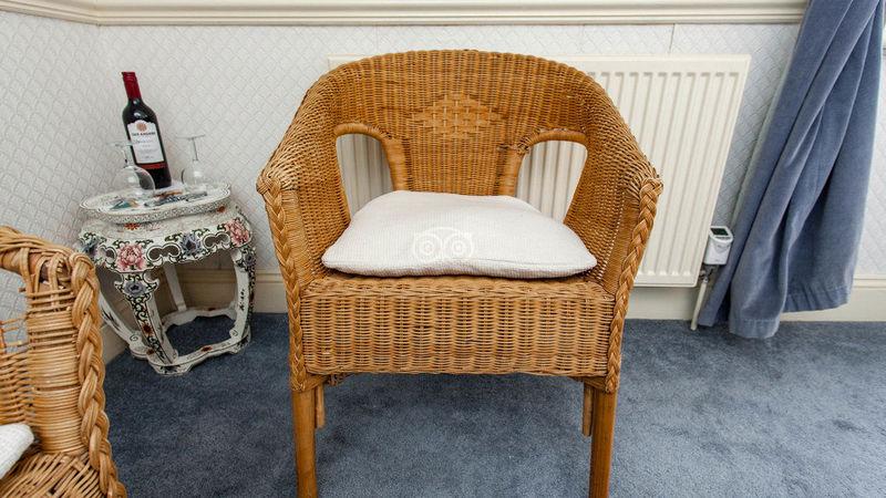 Medium crop classic room  v17009909