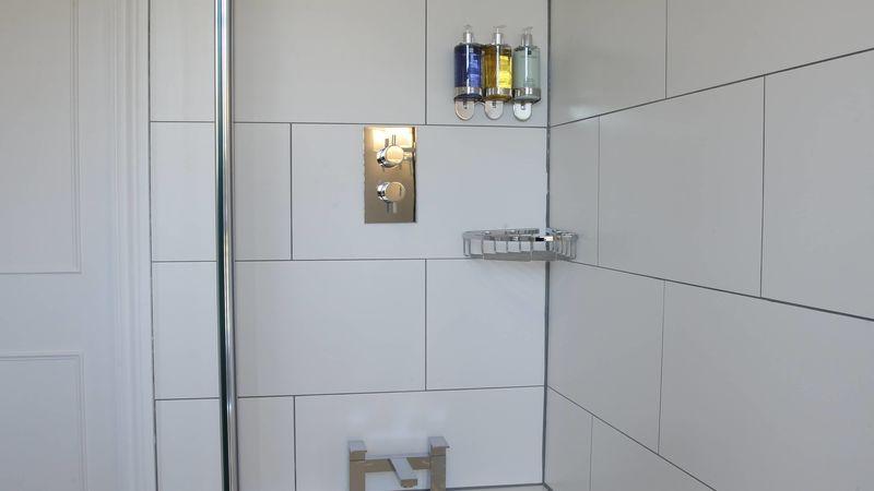 Medium crop saddlers bb goodwood bathroom 12