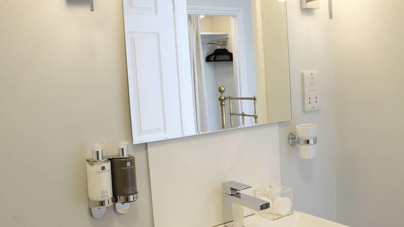 Medium crop saddlers bb le mans bathroom 7