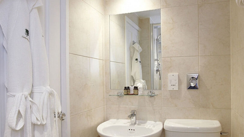 Medium crop claife heights shower room