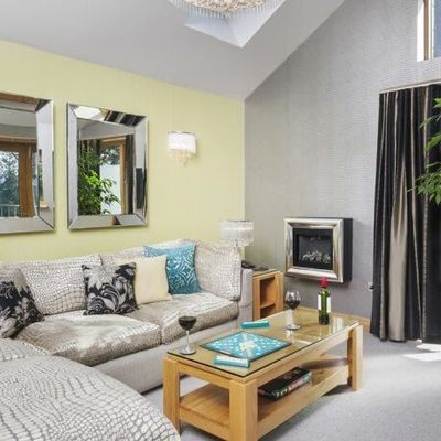 Thumb lounge coach house suite windermere