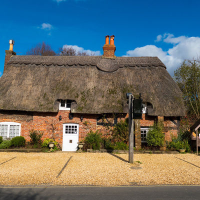 Thumb thatched cottage front