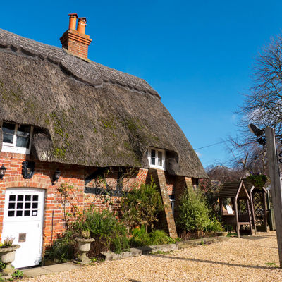 Thumb thatched cottage front2