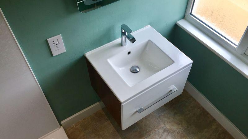 Medium crop bathroom3