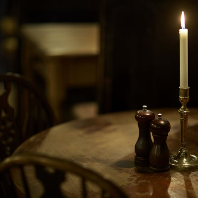 Thumb pub table
