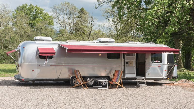 Photograph of Airstream Deluxe XL