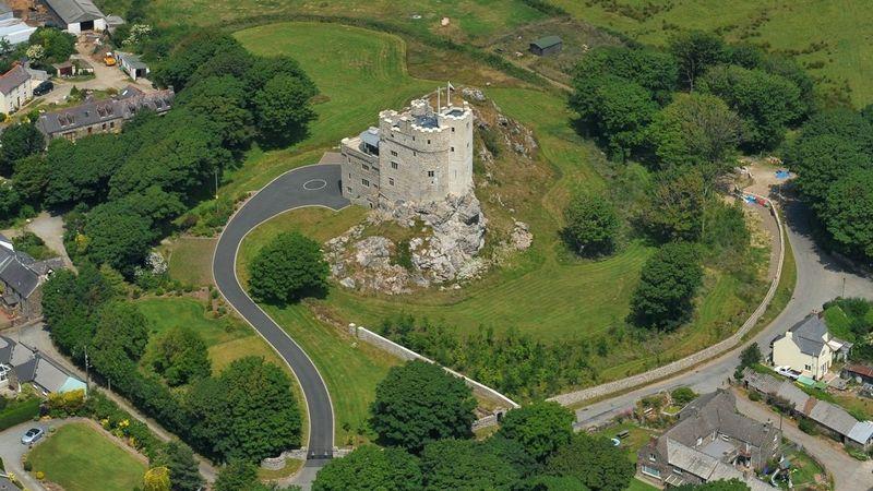 Medium crop roch castle grounds aerial