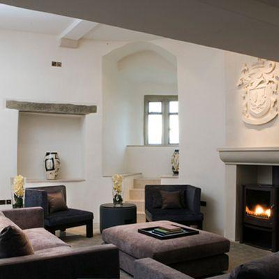 Thumb roch castle  court lounge