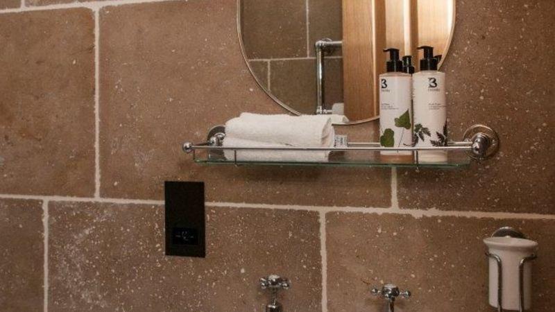 Medium crop bathroom room 2 sml