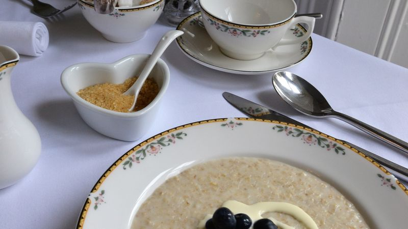 Medium crop porridge with cream